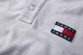 Polo Tommy Jeans Badge Gris Hombre
